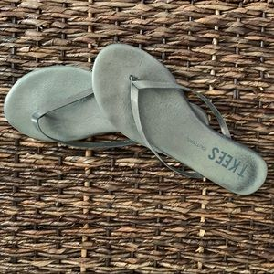 Tkees (Glitters) size 6 flip flops